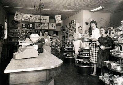 Inside Lincecum Grocery